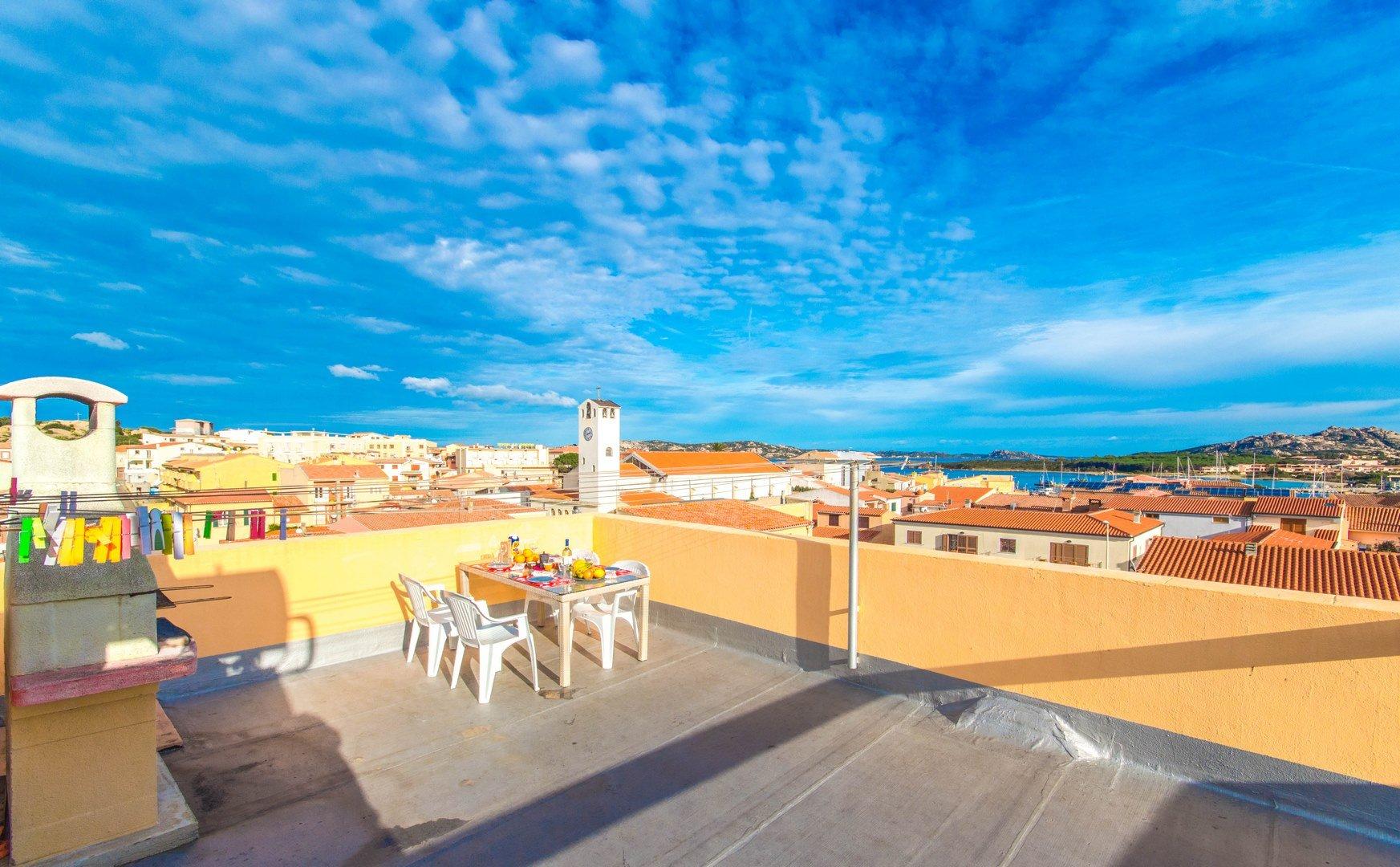 Appartamento con terrazza vista mare a Palau
