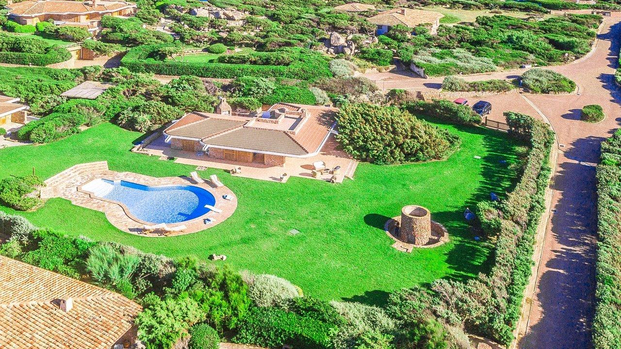 Villa con piscina e vista mare a Portobello. 7 camere da letto